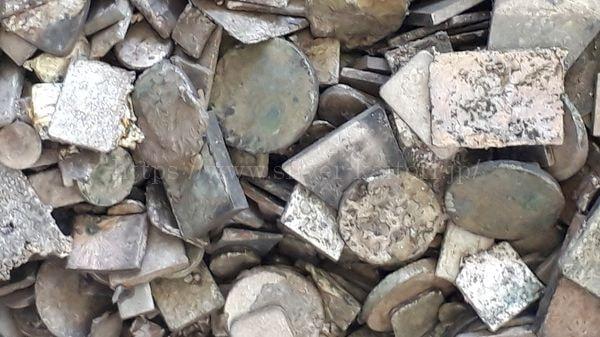 様々な種類が混ざった銀接点