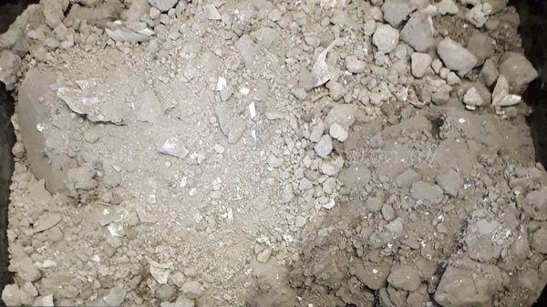 不純物の混ざっている銀粉